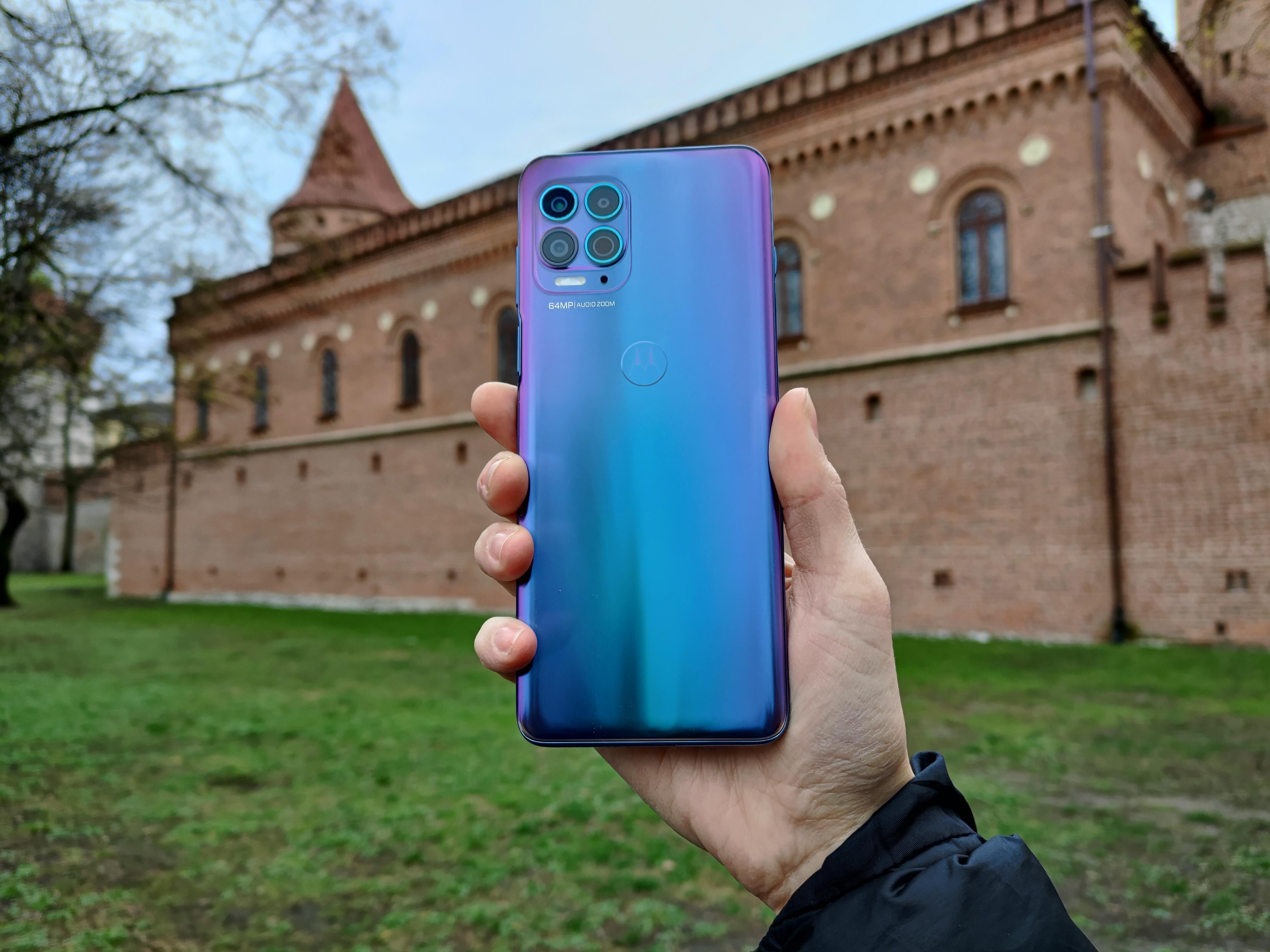 Recenzja Motorola Moto G100 - Tył urządzenia - fot. Tabletowo.pl