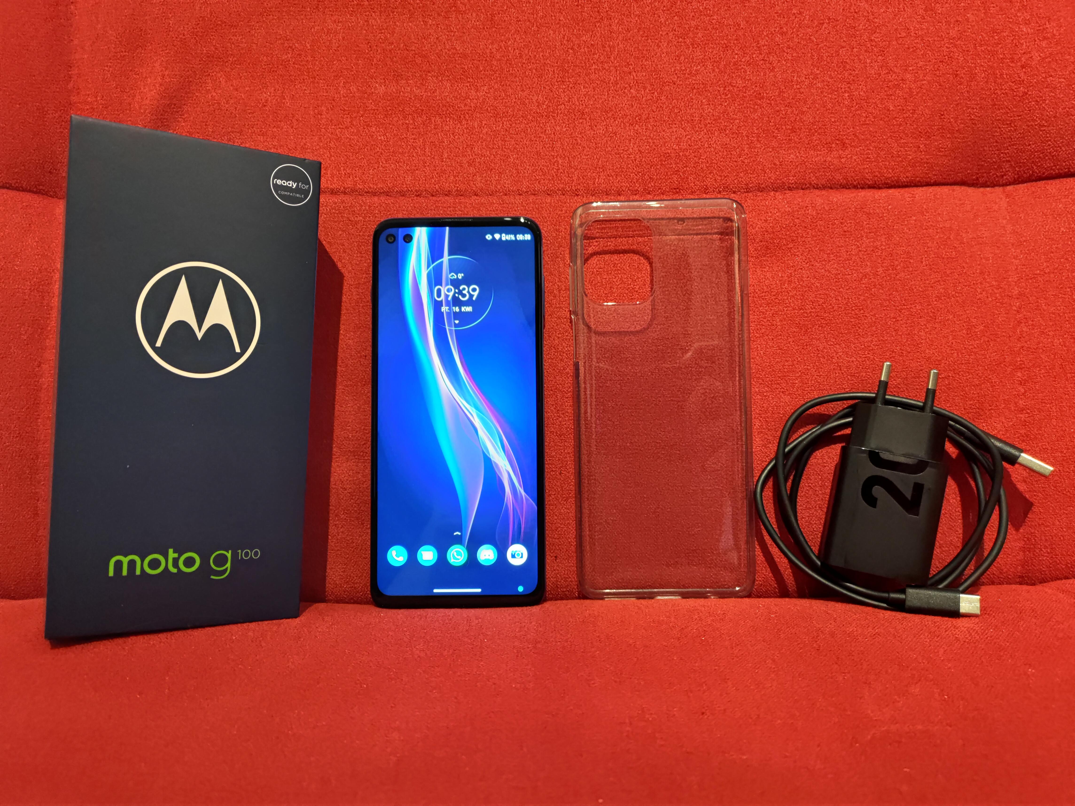 Recenzja Motorola Moto G100 - Zestaw sprzedażowy - fot. Tabletowo.pl