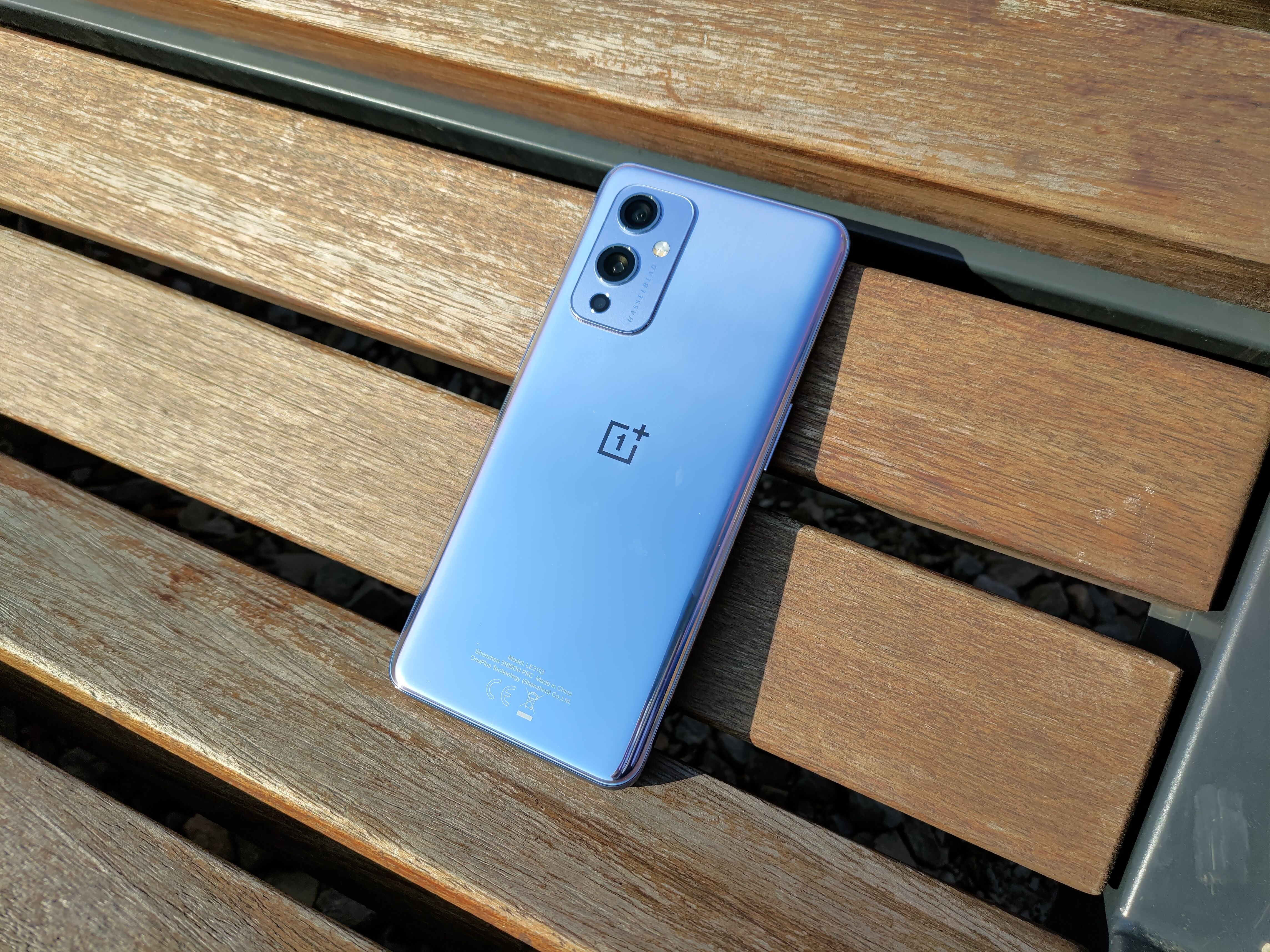 Recenzja OnePlus 9 5G - Tył urządzenia - fot. Tabletowo.pl