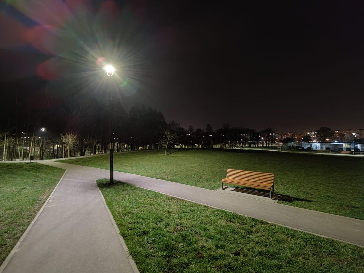 Recenzja OnePlus 9 5G - Porównanie ze zdjęciami nocnymi - fot. Tabletowo