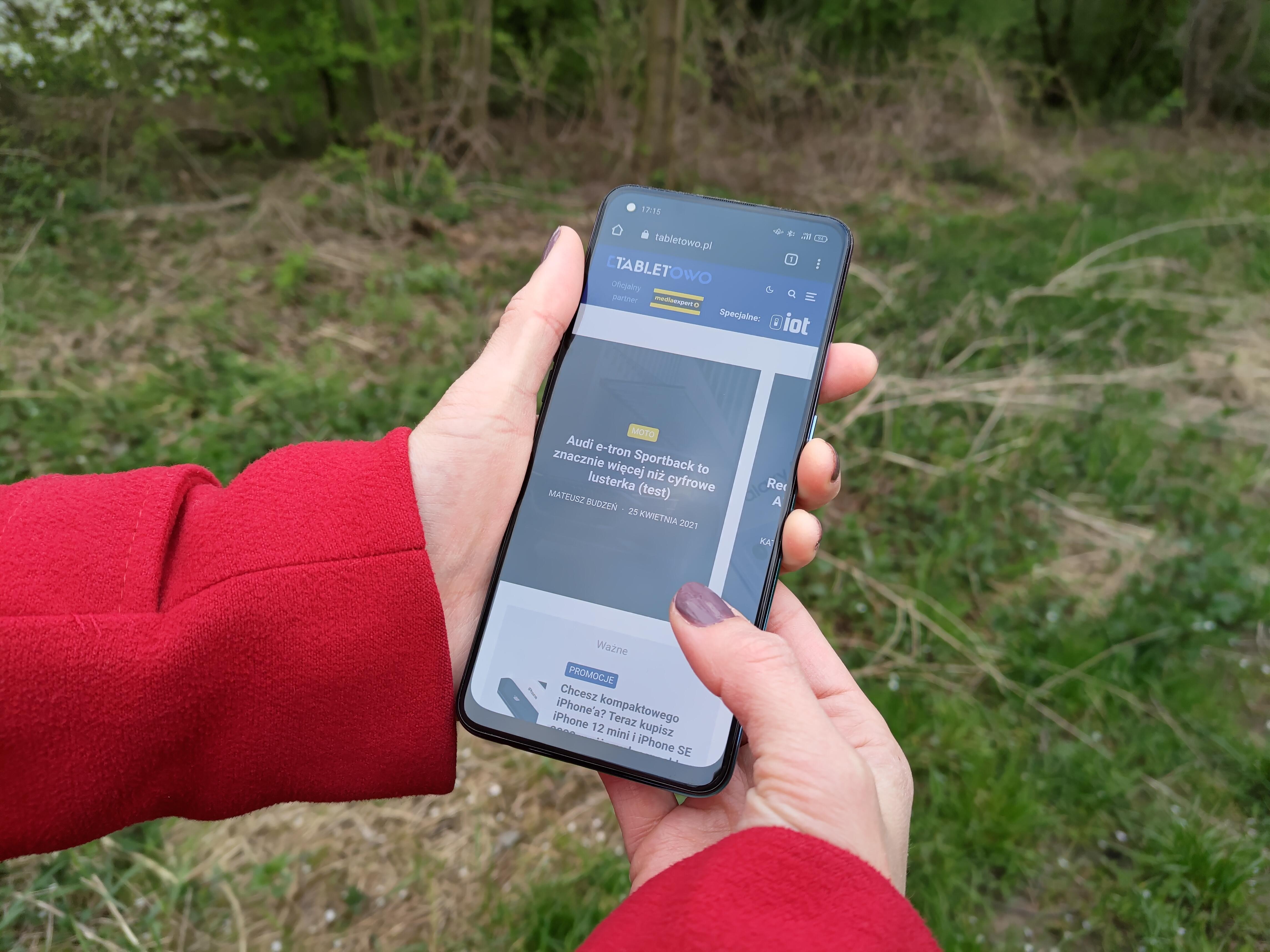 Recenzja Oppo Reno5 Lite - Ekran AMOLED, front urządzenia - fot. tabletowo.pl