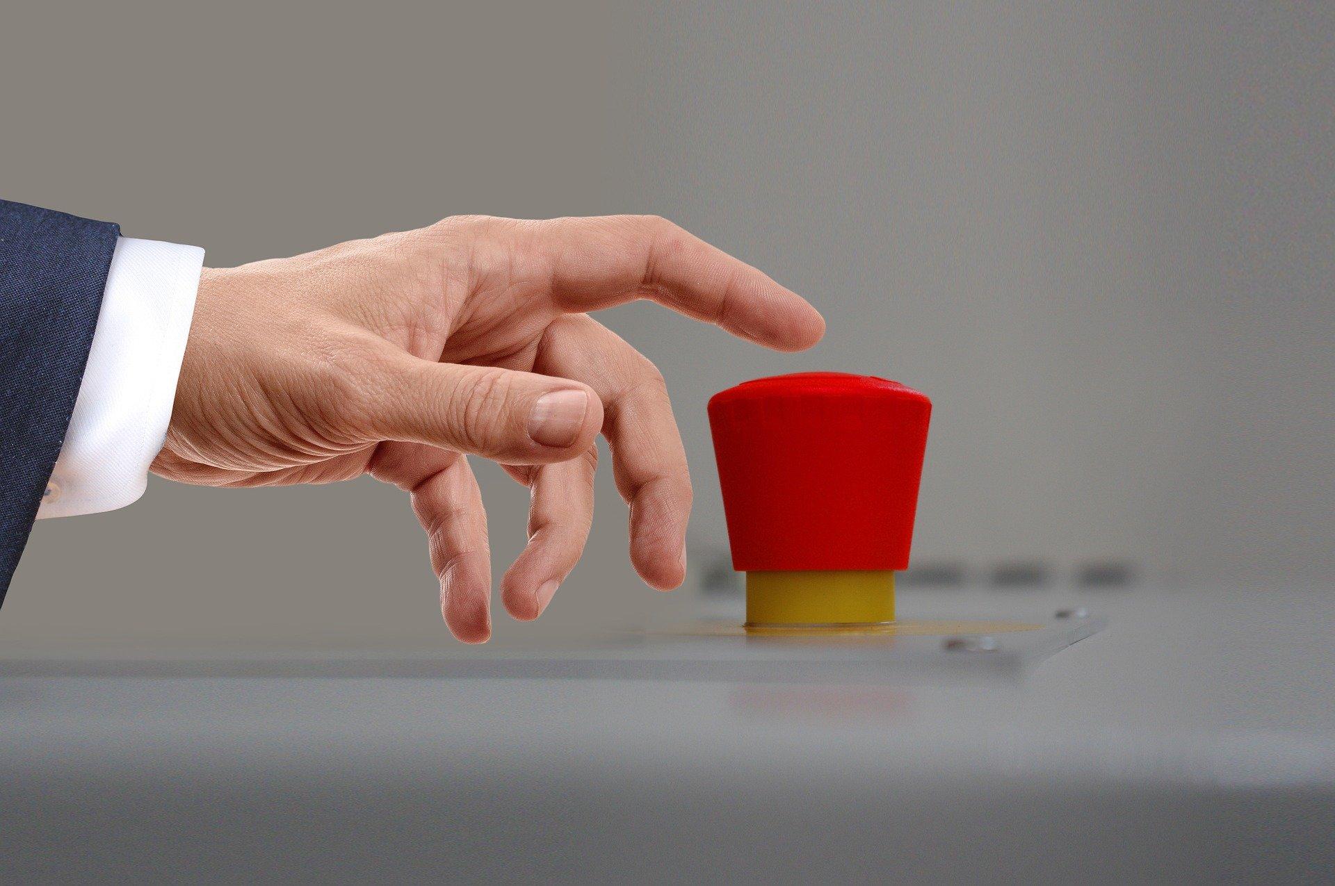 wojna war bitwa pojedynek czerwony guzik przycisk