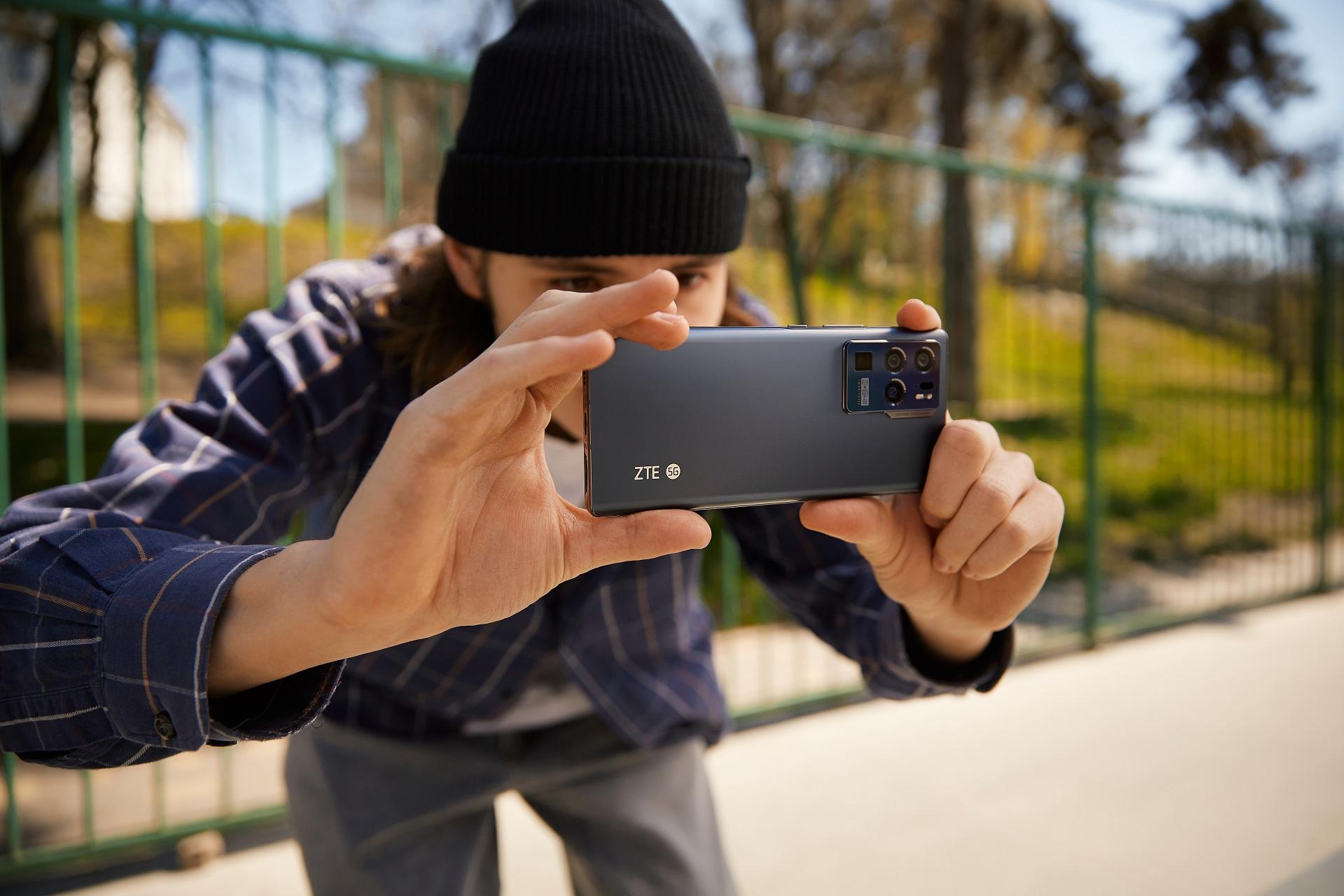 smartfon ZTE Axon 30 Ultra 5G smartphone