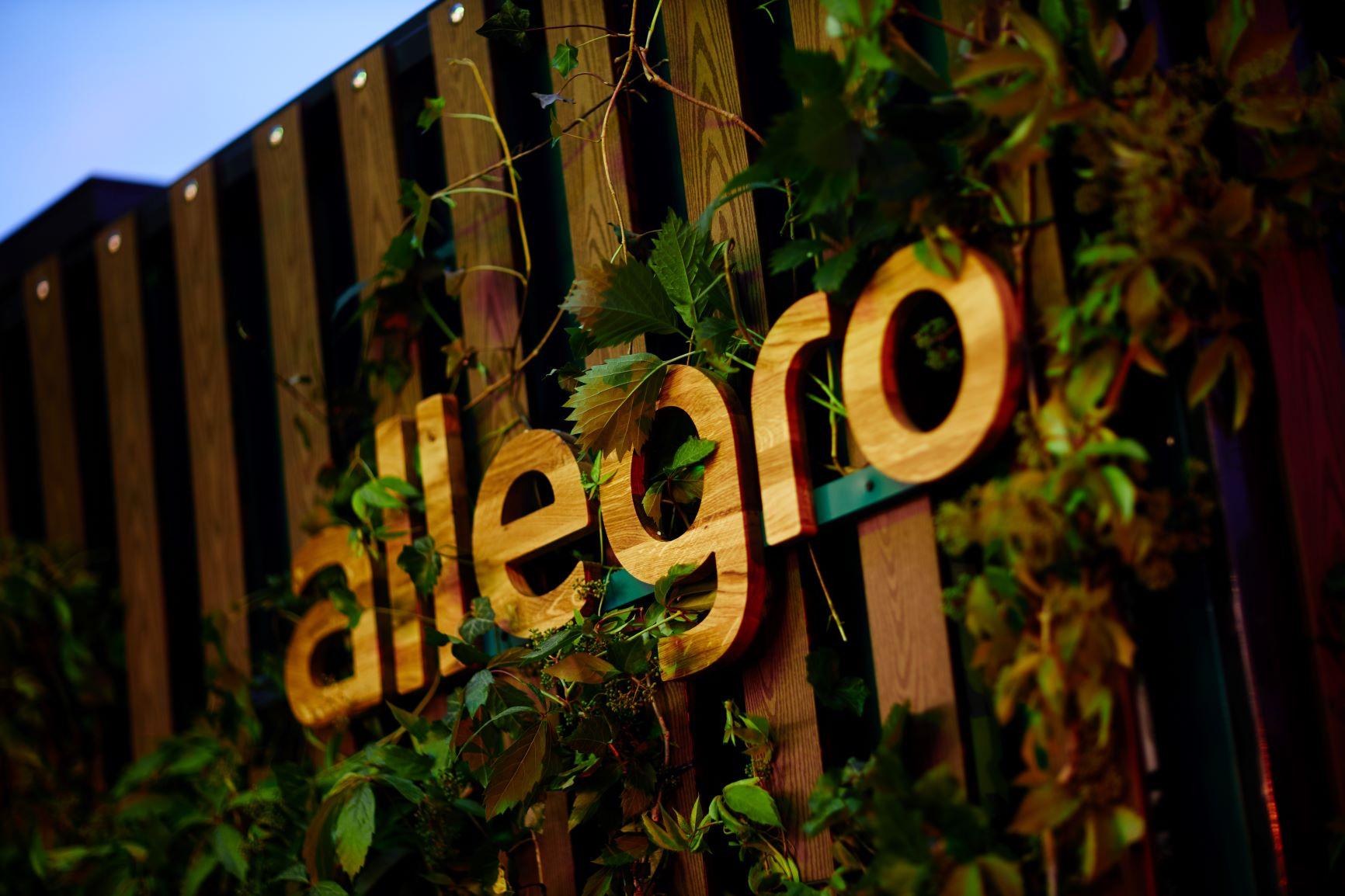 Allegro zbroi się w obsługę Touch ID, Face ID i stawia własne automaty paczkowe