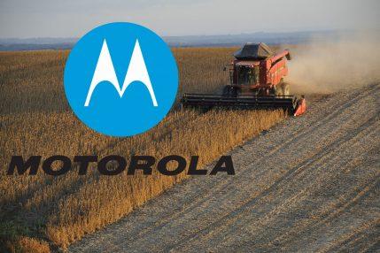 kombajn ciągnik orać pole orka zboże Motorola logo