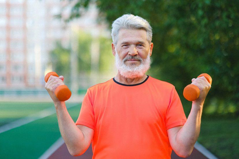 man men mężczyzna dziadek siłacz trening sport strong