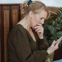 szok surprise niespodzianka wow shock kobieta woman tablet