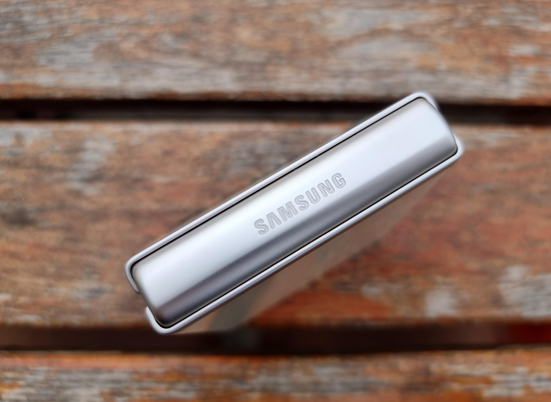 Galaxy S22 będzie miał mniejszą baterię niż Galaxy S21. Szybsze ładowanie to zrekompensuje?