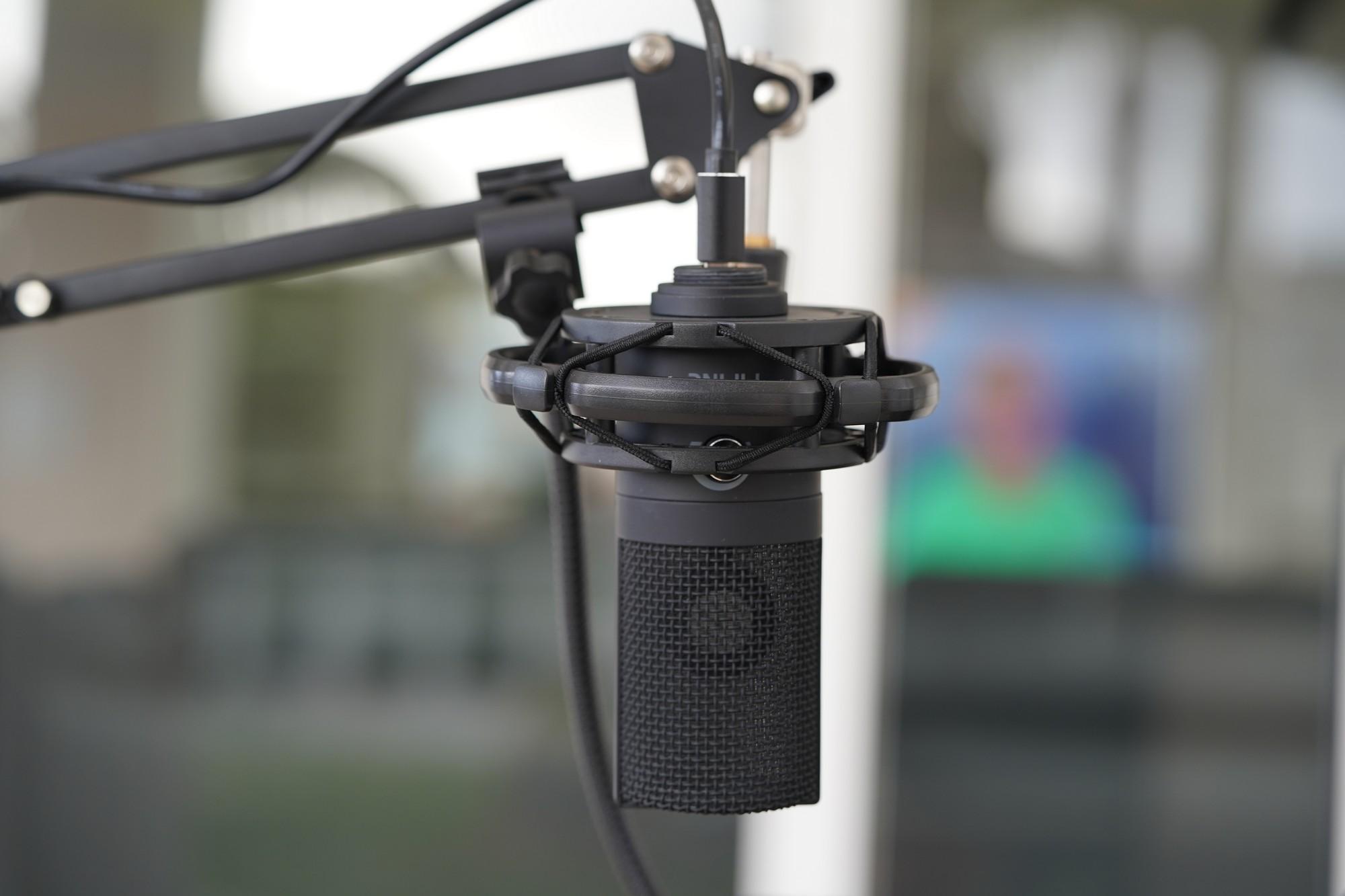 Wielkie porównanie pojemnościowych mikrofonów - Fifine T669