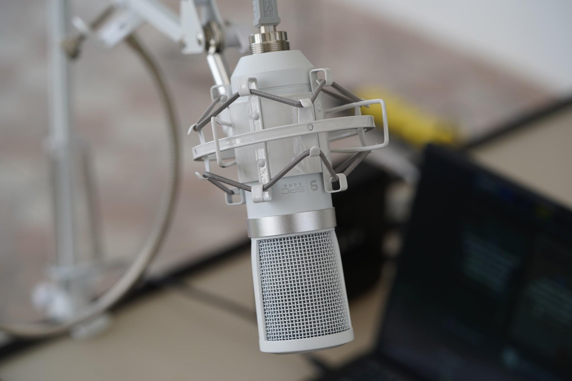 Wielkie porównanie pojemnościowych mikrofonów - SPC Gear SM950